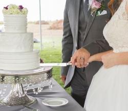 Melanie Ryan Wedding Cake with Flowers 2